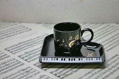 Caneca - Notas musicais - Piano Music Items, Music Stuff, Rock 13, Best Soccer Shoes, Recorder Music, All About Music, Music Jewelry, Piano Music, Piano Bar