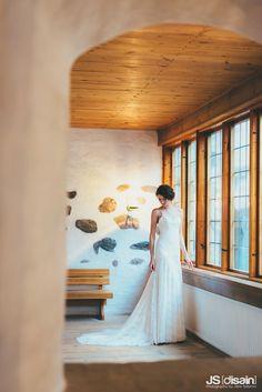 Lace wedding dress made by Pukuni (www.pukuni.fi). Open back, lace train, bride, castle, Turku, Finland.