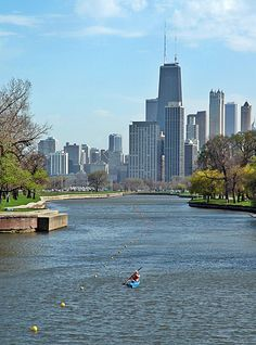 Looking south toward the city as a kayaker plies the waters of South Lagoon in Lincoln Park, Chicago, Illinois. Chicago Travel, Chicago City, Chicago Skyline, Chicago Illinois, Travel Usa, Milwaukee City, Chicago Chicago, Best Places To Camp, Places To See