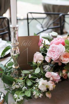 Garden table inspiration: http://www.stylemepretty.com/2013/08/13/austin-wedding-from-the-nouveau-romantics-caroline-joy-photography/ | Photography: Caroline Joy - http://carolinejoyphotography.com/