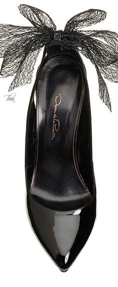 Oscar de la Renta ● -Fall 2015, Black Patent Leather Bow Pump