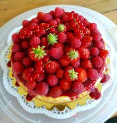 Cheesecake aux fraises, framboises et groseilles