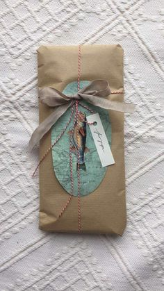 Gift wrapping idea fish Gift Bags, Wraps, Gift Wrapping, Fish, Gift Ideas, Gifts, Gift Wrapping Paper, Presents, Goody Bags