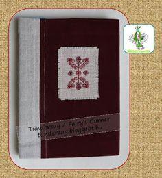 Naplóborító (Tündérzug) velúrszövet/len alapanyagon, saját tervezésű blackwork hímzéssel. Diary cover (from Fairy's Corner) on velour/flax base with my own blackwork design.