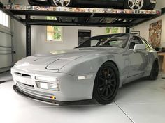 Porsche 944 turbo, clear lenses on custom paint with later wheels and aftermarket front splitter. Porsche 924s, Classic Sports Cars, Classic Cars, Car Mods, Turbo S, Cars And Motorcycles, Luxury Cars, Race Cars, Dream Cars