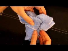 how to make a cute elephant with towel / como hacer un elefante con toalla Homemade Baby Gifts, Baby Gifts To Make, Baby Shower Diapers, Baby Boy Shower, Baby Elefante, Elephant Diaper Cakes, Towel Animals, Baby Shower Crafts, Diaper Wreath
