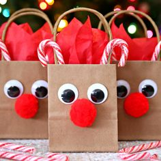 Reindeer Gift Bags – A fun and festive way to decorate boring gift bags. A fun Christmas craft! Reindeer Gift Bags – A fun and festive way to decorate boring gift bags. A fun Christmas craft!Need a gift bag for your holiday gifts? Christmas Gift Wrapping, Christmas Holidays, Christmas Tree, Christmas Gift Baskets, Christmas Gift Bags, Diy Christmas Gifts For Kids, Christmas 2019, Christmas Island, Food Gifts For Christmas