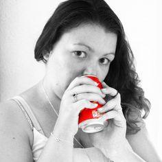Black white and a touch of red. #hvisk #hviskstyling #hviskstylist #hviskjewellery #hviskrødtråd #smykker #jewellery #ringen #fingerring #fingerringe #ring #cocacola #cola #armbånd #sølvarmbånd #evileyearmbånd #evileyebracelet #bracele