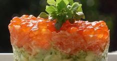 Es un plato muy particular que sorprende a quien no lo ha probado nunca. TARTAR DE SALMÓN CON AGUACATE Ingredientes: 400g de salmón f...