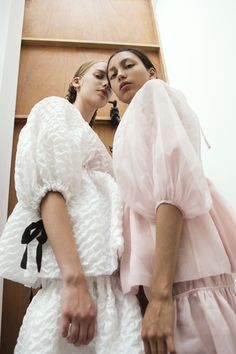 Cecilie Bahnsen is a Danish designer who's perfected ruffles, organza, and new femininity. We met her for an interview | ©Backstage at Cecilie Bahnsen Spring / Summer 2018 | Photos: Maria Thornfeldt & Louise Thornfeldt | Art Direction: Moon International
