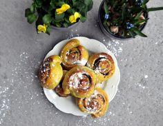 Snurrer med marsipan og mørk sjokolade Muffin, Breakfast, Food, Morning Coffee, Essen, Muffins, Meals, Cupcakes, Yemek