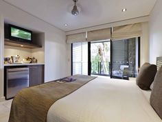 Pullman Palm Cove Sea Temple Resort and Spa - guestroom