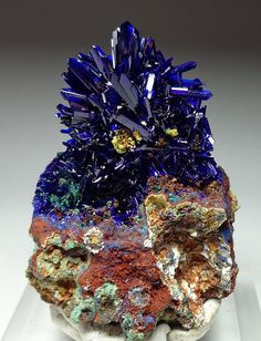 Azurite No crystal embodies the pure Blue Ray quite like Azurite. The rich vibrancy of its dark-blue energy resonates to the exact frequency of the Third-Eye Chakra