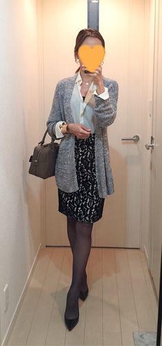 Grey cardigan: Theory, Silk shirt: Ballsey, Pencil skirt: Rebecca Minkoff, Bag: Anya Hindmarch, Pumps: Christian Loboutin