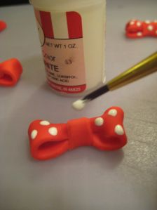 I get a lot of questions on how to make the minnie mouse cupcake toppers so I thought I would give a short tutorial. I hope this is easy to understand! how to make Minnie Mouse Cupcake Toppers&#823…