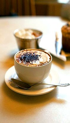 Great cappuccino with chocolate! Coffee Cafe, Hot Coffee, Coffee Drinks, Coffee Shop, Coffee Aroma, Mocha Coffee, Coffee Barista, Coffee Lovers, Coffee Break