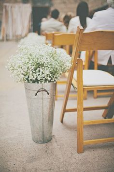 Inexpensive decor: bouquets of baby's breath in aluminum vases. or any vases. Baby's Breath is always pretty! Chic Wedding, Rustic Wedding, Our Wedding, Baby Wedding, Wedding Hire, Wedding Dress, Wedding Ceremony Decorations, Aisle Decorations, Centerpieces