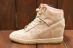 Nike WMNS Dunk Sky High - Black History Month