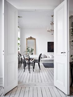 I could not resist to share almost all the photos I found with this beautiful bright Scandinavian apartment! via entrancemakleri The post A dreamy and bright Scandinavian apartment app White Apartment, Scandinavian Apartment, Dream Apartment, Scandinavian Interiors, Scandinavian Design, Home Interior, Interior Design, Cute Dorm Rooms, White Houses