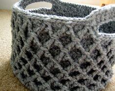 pattern for crochet basket - Diamond trellis stitch makes the sides stiff a Free pattern for crochet basket - Diamond trellis stitch makes the sides stiff a. -Free pattern for crochet basket - Diamond trellis stitch makes the sides stiff a. Crochet Home, Love Crochet, Crochet Crafts, Crochet Projects, Knit Crochet, Blanket Crochet, Crochet Bags, Beautiful Crochet, Crochet Animals
