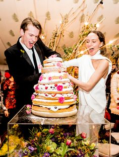 CAKE CAKE CAKE CAKE! Rachel Chandler and Tom Guiness Wedding #Vogue