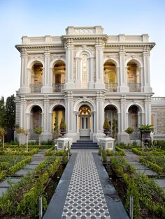 Luxury Homes Mansions & High End imóveis . Neoclassical Architecture, Classic Architecture, Landscape Architecture, Conception Villa, Classic House Design, Classic House Exterior, Mansion Designs, Classic Building, Luxury Houses