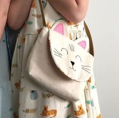 Sweet Free Sewing Pattern, this is the Cat Version of the Little Pet Friends bag. A Free sewing patt Purse Patterns Free, Bag Pattern Free, Handbag Patterns, Sewing Patterns For Kids, Bag Patterns To Sew, Sewing For Kids, Free Sewing, Pattern Sewing, Pants Pattern