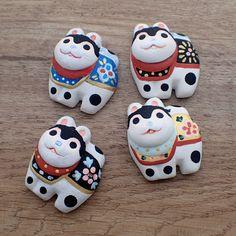 犬張子のカラーリングの試作色々。色味を見る為にざざっと塗ったやつなので塗りが超粗いです。 #着物 #帯留め #ハンドメイドアクセサリー #犬張子 #試作品 Best Mothers Day Gifts, Gifts For Mom, Crafts To Make, Diy Crafts, Japan Holidays, Japanese Mythology, Maneki Neko, Fimo Clay, Japanese Paper