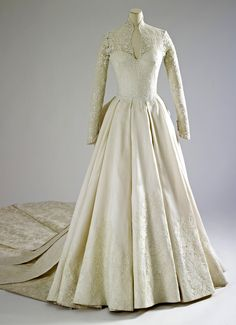 Ten things I learned at the royal wedding dress exhibition Kate Middleton, the Duchess of Cambridge's wedding dress. The Royal Collection Her Majesty Queen Elizabeth II Royal Wedding Gowns, Wedding Dress Trends, Royal Weddings, Designer Wedding Dresses, Bridal Gowns, Kate Middleton Wedding Dress, Types Of Gowns, Traditional Gowns, The Duchess