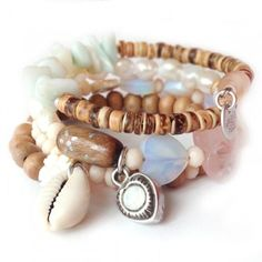 """Met alleen dit Kokomo juweel heb je al een arm vol candy! Vier rijen kokos, parels, halfedelsteen, Tsjechisch glas en Swarovski maken het in één klap zomer. Feitelijk bestaat de armband uit: een Paradise armband, Blessing armband en een Bridesmaid armband. You do the math ;)""""Off the Florida Keys, there's a place called Kokomo. That's where you want to go to get away from it all. Bodies in the sand, tropical drink melting in your hand. We'll be falling in love to the rhythm of a ..."""