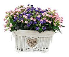 Cesta de mimbre con flores artificiales - blanco, rosa y lila