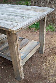 $10 DIY: $2 DIY Farmhouse Table...for dining outdoors