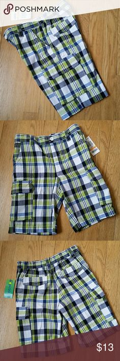 NWT size 7 boy shorts NEW WITH TAGS size 7 boy pull-on plaid cargo shorts. * Pristine condition, never worn. * 100% cotton, made by Greendog. * Waist has elastic in back and is flat in the front. Front and back pockets.  * Cute plaid pattern with white, navy blue, and lime green colors. * Measures: 11 inches wide at waist (see pic 5), and about 7-1/2 inches long on inseam of the legs.  ** Price is firm unless bundled. See my closet for more great kids and women's items. Make a bundle and get…