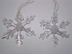 Set of 4 Spun Glass Siz Point Snowflake Christmas Ornaments New Glass Ornaments, Christmas Ornaments, Happy Holidays, Spinning, Decor Styles, Snowflakes, Chandelier, Ceiling Lights, Decorating