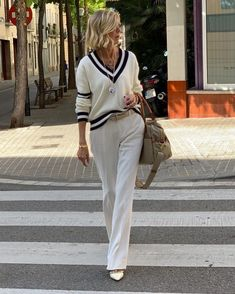 60 Fashion, Fashion Over 40, Sport Fashion, Fashion Outfits, Womens Fashion, Preppy Outfits, Casual Fall Outfits, Classy Outfits, Summer Outfits