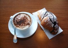 Cappuccino e croissant! My kind of breakfast!