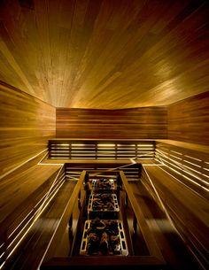 Durch eine Sinfonie aus Winkeln sollen Besucher des Spas Scandinave Les Bains Vieux-Montréal ein höheres Bewusstsein für die Beziehung ihres Körpers zum gestalteten Raum erhalten. Der Bau stammt von Saucier + Perrotte Architectes; Fotos Marc Cramer