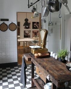 43 Cozy Rustic Home Decor Ideas - Home decorating can be very fun but yet challenging at times; whether it be with western decorations or rustic home decor. Western home decor is decor. Rustic Kitchen Design, Farmhouse Style Kitchen, Interior Design Kitchen, Vintage Kitchen, Kitchen Decor, Farmhouse Ideas, Kitchen Ideas, Kitchen Living, Living Room