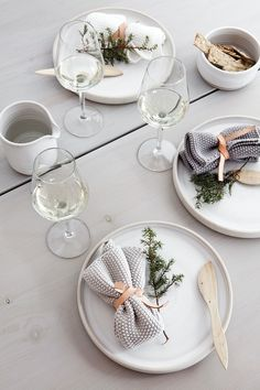 christmas table setting // styling by BJØRN JOHAN STENERSEN via BO BEDRE