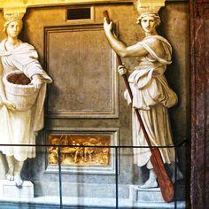 Вот это я понимаю, девушка с веслом, а не хрен те что. В Ватикане нарисована на стене, в какой-то из станц Рафаэля.