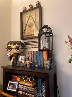 Harry Potter Display, Deco Harry Potter, Harry Potter Bedroom, Theme Harry Potter, Harry Potter Houses, Harry Potter Pictures, Harry Potter Aesthetic, Hogwarts, Colar Do Harry Potter