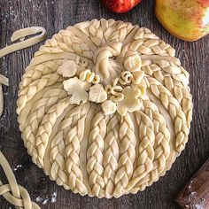 Peel to stem apple pie in a pumpkin form braided crust perfect for Halloween Fall Recipes, Holiday Recipes, Beautiful Pie Crusts, Pie Crust Designs, Pie Decoration, Pies Art, Thanksgiving Desserts, Thanksgiving Prayer, Thanksgiving Outfit