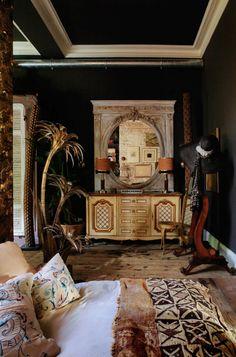 The Magical world of Sera Hersham-Loftus / Sera of London (Justina Blakeney - The Jungalow) Bohemian Interior, Home Interior, Bohemian Decor, 1980s Interior, Bohemian Design, Boho Chic, Eclectic Design, Eclectic Decor, Eclectic Bedrooms