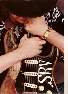 Stevie Ray Vaughan Holding his guitar Stevie Ray Vaughan, Fender Stratocaster, Fender Guitars, Bass Guitars, Electric Guitars, Eric Clapton, Rock And Roll, Blues Music, Blues Rock
