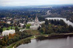 Olympia es la sede de condado de Thurston y la Capital del Estado de Washington. Fue incorporada el 28 de enero de 1859. Su población, según el censo de 2010, era de 46 478 habitantes