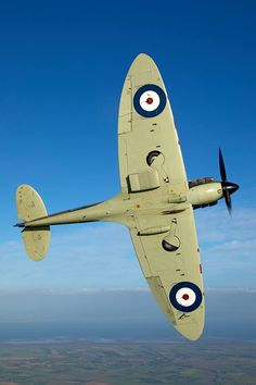 Good morning everyone today's picture taken by John Dibbs shows off the classic lines of the Spitfire MkIIa P7350. Paul B/1554664804588527/?type=3&theater