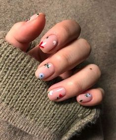Nail art is a very popular trend these days and every woman you meet seems to have beautiful nails. It used to be that women would just go get a manicure or pedicure to get their nails trimmed and shaped with just a few coats of plain nail polish. Minimalist Nails, Nude Nails, My Nails, Acrylic Nails, Stiletto Nails, Pink Nails, Bright Summer Nails, Nail Summer, Spring Summer
