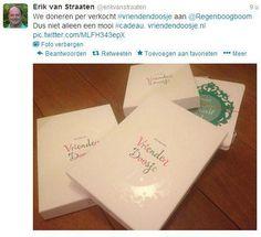Erik van Straaten heeft een vriendendoosje ontwikkeld. Het is een losbladig systeem van een vriendenboekje. Kun je al je klasgenoten een vel geven! Een deel van de opbrengst gaat naar de Regenboogboom. www.vriendendoosje.nl