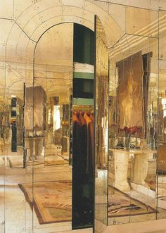 Home Interior Traditional Eye For Design: Decorate With Mirrored Walls.Home Interior Traditional Eye For Design: Decorate With Mirrored Walls Architecture Details, Interior Architecture, Interior Design, Interior Plants, Mirrored Furniture, Mirrored Walls, Mirror Room, Mirror Mirror, Wall Mirrors