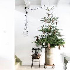 Noël 2015 / Inspirations #16 / Look industriel pour un sapin / Photo Veelwoongeluk sur Instagram /